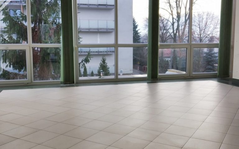 3-storey office space in the center of Piaseczno