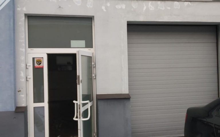 A warehouse and service premises in a good location