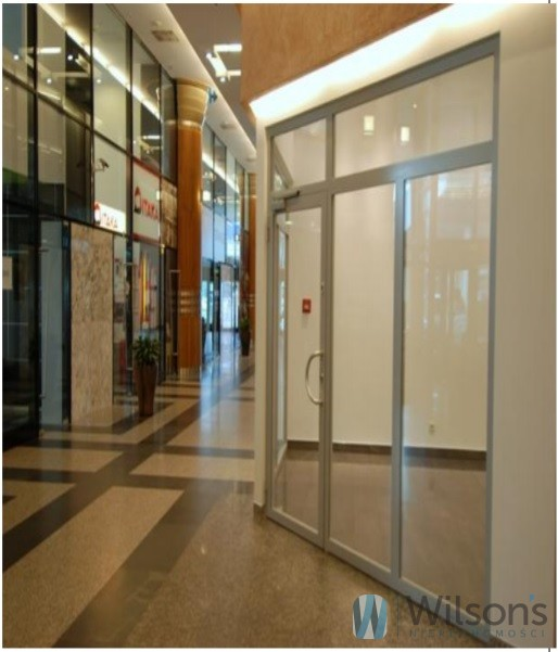 Boutique 43 m2 in shopping arcade, downtown