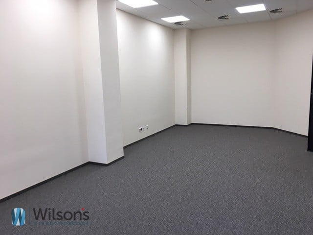 Large office space close to the airport!
